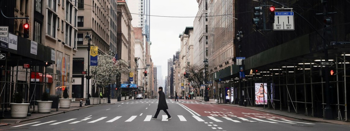 A man crosses a nearly empty 5th Avenue in midtown Manhattan during the outbreak of the coronavirus disease (COVID-19) in New York City, March 25, 2020. (Source: Medium / REUTERS/Mike Segar)